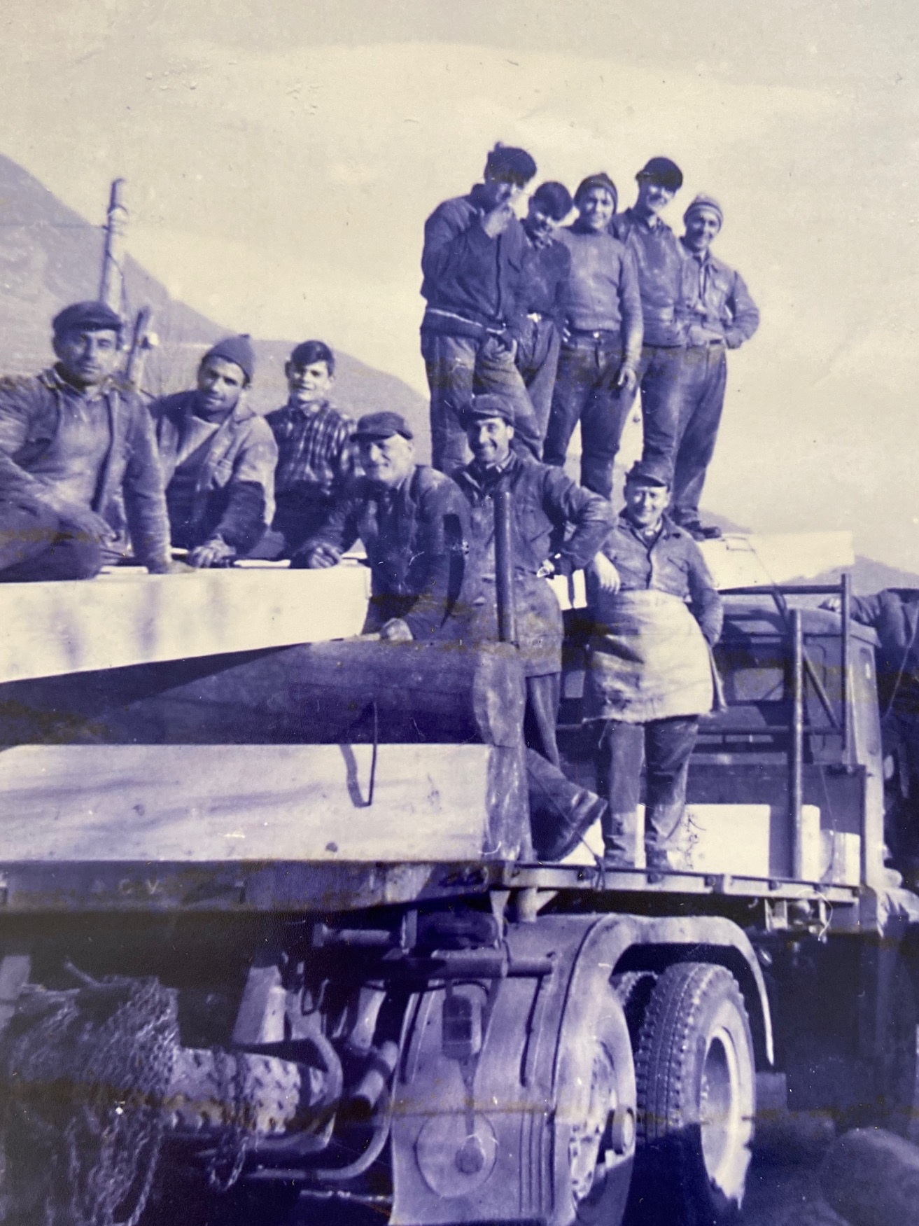 Foto storica scarico legname